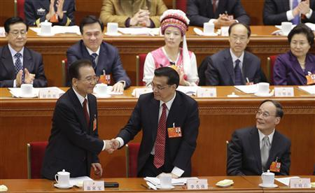 China's Premier Wen Jiabao (front L) shakes hands with China's Vice Premier Li Keqiang as other delegates watch during the opening ceremony of the National People's Congress (NPC) at the Great Hall of the People in Beijing March 5, 2013. REUTERS/Jason Lee