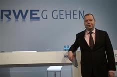 Peter Terium, président du directoire de RWE. Le numéro deux allemand des services aux collectivités met en vente l'ensemble de son activité d'exploration pétrolière et gazière, une opération dont il pourrait retirer quelque 4,6 milliards d'euros pour réduire sa dette. /Photo prise le 5 mars 2013/REUTERS/Ina Fassbender