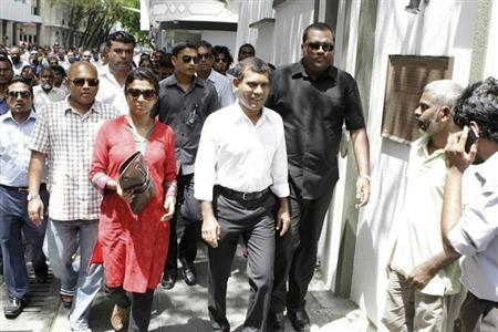 Former Maldives President Mohamed Nasheed (C) walks to the Indian High Commission with his supporters and party members in Male February 13, 2013. REUTERS/Stringer/Files