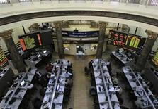 Traders work at the Egyptian stock exchange in Cairo January 22, 2013. REUTERS/Mohamed Abd El Ghany