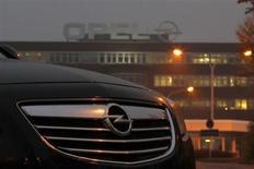 Opel entend renouer avec le profit sur la base de ses volumes actuels de ventes, a déclaré son nouveau président du directoire, Karl-Thomas Neumann. /Photo prise le 24 octobre 2012/REUTERS/Ina Fassbender