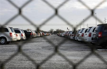 New cars are seen at a parking lot next to a Chrysler plant in Detroit, Michigan December 10, 2008. REUTERS/Carlos Barria