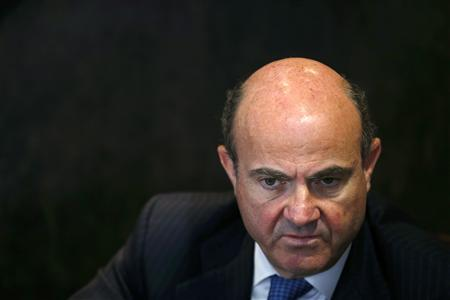 Spain's Economy Minister Luis de Guindos listens to a question during an interview with Reuters at his office in Madrid February 26, 2013. REUTERS/Juan Medina