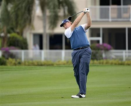 Ernie Els of South Africa hits the ball on the 18th green during second round play in the Honda Classic PGA golf tournament in Palm Beach Gardens, Florida March 1, 2013. REUTERS/Doug Murray