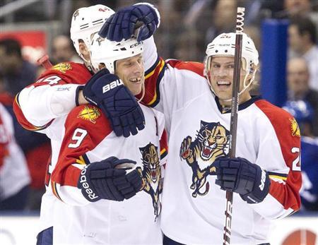 Florida Panthers Stephen Weiss (C) is congratulated by team mates Sean Bergenheim (R) and Erik Gudbranson after he scored against the Toronto Maple Leafs in the third period of their NHL hockey game in Toronto February 28, 2012. REUTERS/Fred Thornhill
