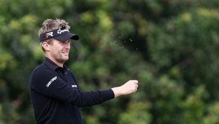 Britain's David Lynn checks the wind by tossing some grass on the 15th tee in third round play at the Honda Classic PGA golf tournament in Palm Beach Gardens, Florida March 2, 2013. REUTERS/Andrew Innerarity
