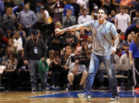 Dallas Mavericks owner Mark Cuban reacts at the end of the first half of their NBA basketball game against the Los Angeles Lakers in Dallas, Texas February 24, 2013. REUTERS/Mike Stone