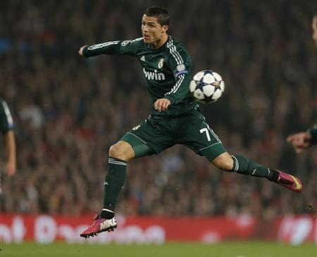 Real Madrid's Cristiano Ronaldo controls the ball during the Champions League soccer match against Manchester United at Old Trafford stadium in Manchester March 5, 2013. REUTERS/Phil Noble