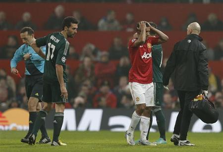 Manchester United's Luis Nani (2nd R) reacts after being sent off as Real Madrid's Alvaro Arbeloa watches during their Champions League soccer match at Old Trafford stadium in Manchester, March 5, 2013. REUTERS/Phil Noble