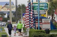 A group of tourists walk down International Drive in Orlando in Central Florida, August 19, 2008. REUTERS/Scott Audette