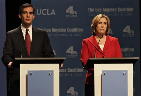 Los Angeles Mayoral candidates Eric Garcetti and Wendy Greuel on stage during a debate of candidates at UCLA's Royce Hall in Los Angeles, California, January 28, 2013. REUTERS/Jonathan Alcorn