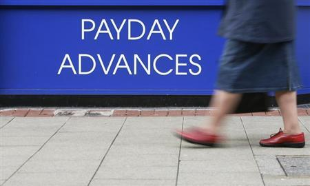 A pedestrian passes a pawnbroker offering 'payday advances' in Crawley, southern England January 21, 2009. REUTERS/Luke MacGregor