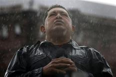 Президент и кандидат в президенты Венесуэлы Уго Чавес на предвыборном митинге в Каракасе 4 октября 2012 года. Президент Венесуэлы Уго Чавес скончался во вторник в 58-летнем возрасте от ракового заболевания, излечиться от которого он пытался на протяжении последних двух лет. REUTERS/Jorge Silva/Files