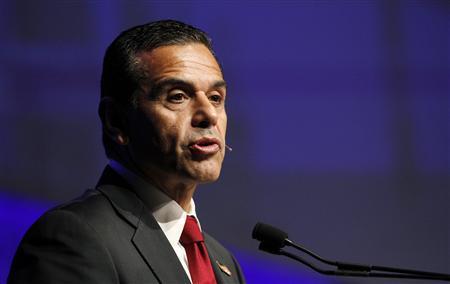 Antonio R. Villaraigosa, mayor of Los Angeles, speaks during the Skybridge Alternatives (SALT) Conference in Las Vegas, Nevada May 9, 2012. REUTERS/Steve Marcus
