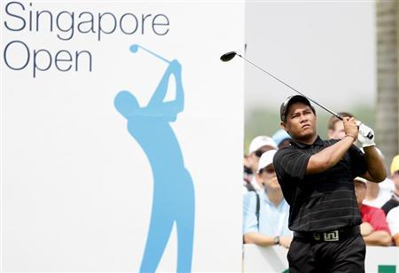 Thailand's Chapchai Nirat tees off on the ninth hole during the final round of the Singapore Open golf tournament November 16, 2008. REUTERS/Vivek Prakash