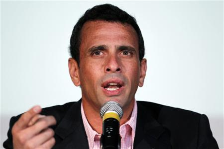Venezuela's opposition leader and governor of the state of Miranda Henrique Capriles attends a news conference in Caracas February 14, 2013. REUTERS/Jorge Silva (VENEZUELA - Tags: POLITICS) - RTR3DSM2