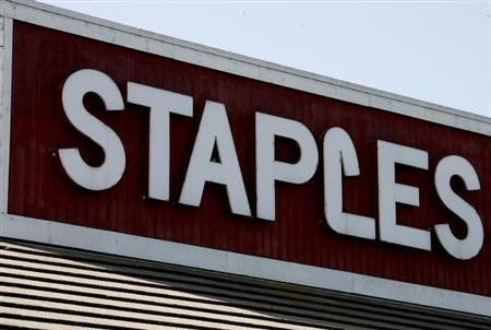 A Staples office supplies store is pictured in Burbank, California May 13, 2008. REUTERS/Fred Prouser