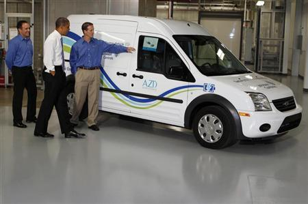 U.S. President Barack Obama looks at an electric car as he tours an advanced battery facility, Johnson Controls, Inc. in Holland, Michigan, August 11, 2011. REUTERS/Larry Downing