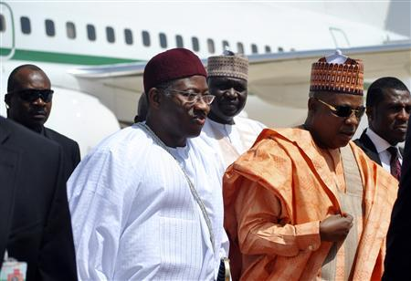 Nigeria's President Goodluck Jonathan (C) arrives with other officials during a working visit to Borno state, northeast region March 7, 2013. REUTERS/Stringer