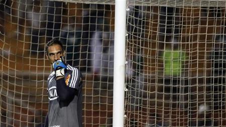 Goalkeeper Fernando Prass of Brazil's Palmeiras gestures during their Copa Libertadores soccer match against Peru's Sporting Cristal at Pacaembu stadium in Sao Paulo February 14, 2013. REUTERS/Nacho Doce