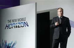 El presidente ejecutivo de Nokia, Stephen Elop, durante el congreso mundial de móviles en Barcelona, feb 26 2013. Elop recibió un recorte de 45 por ciento a sus compensaciones el año pasado, según una presentación a reguladores en Estados Unidos, mientras la compañía seguía perdiendo terreno en el mercado de teléfonos inteligentes frente a Samsung y Apple. REUTERS/Albert Gea