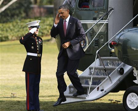 U.S. President Barack Obama salutes as he steps off Marine One at the White House in Washington after visiting wounded military personnel at the Walter Reed National Military Center in Bethesda, Maryland, March 5, 2013. REUTERS/Larry Downing