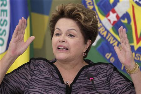 Brazil's President Dilma Rousseff speaks during a meeting with governors and mayors at the Planalto Palace in Brasilia, March 6, 2013. REUTERS/Ueslei Marcelino