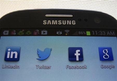 A Facebook icon is shown on a Samsung Galaxy III mobile phone in this photo illustration in Encinitas, California, January 30, 2013.REUTERS/Mike Blake/Files