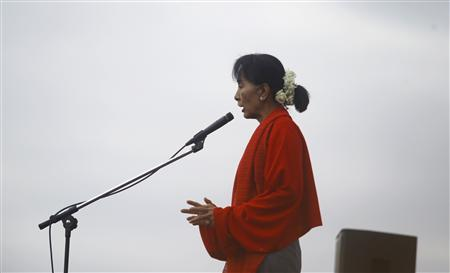 Myanmar pro-democracy leader Aung San Suu Kyi gives a speech in Monywa in this November 30, 2012 file photo. REUTERS/Soe Zeya Tun