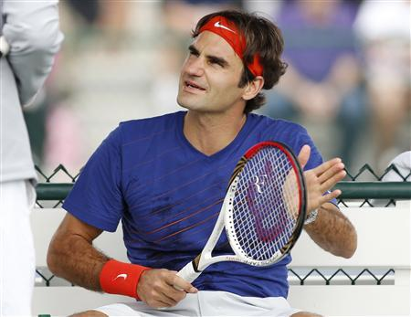 Roger Federer of Switzerland talks with coach Paul Annacone during practice at the BNP Paribas Open ATP tennis tournament in Indian Wells, California, March 7, 2013. REUTERS/Danny Moloshok
