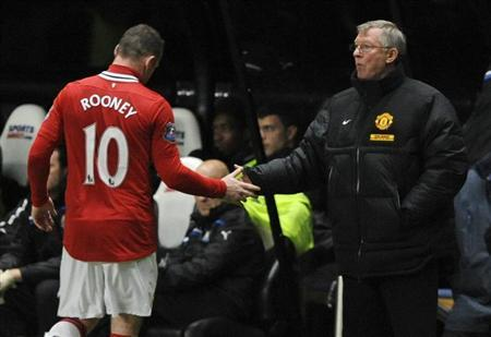 Manchester United's coach Alex Ferguson (R) shakes the hand of Wayne Rooney after substituting him during their English Premier League soccer match against Newcastle United in Newcastle, northern England January 4, 2012. REUTERS/Nigel Roddis