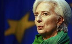 Christine Lagarde, directrice générale du Fonds monétaire international, estime que la Banque centrale européenne devrait encore baisser ses taux et que les économies en bonne santé comme l'Allemagne devraient augmenter les salaires et favoriser une légère poussée de l'inflation. /Photo prise le 8 mars 2013/REUTERS/Cathal McNaughton