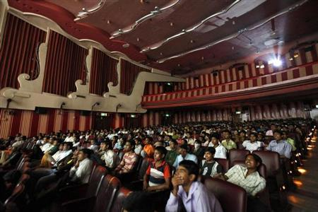 Cinema goers watch Bollywood movie ''Dilwale Dulhania Le Jayenge'' inside Maratha Mandir theatre in Mumbai July 11, 2010. REUTERS/Danish Siddiqui/Files