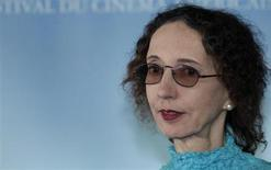 "Writer Joyce Carol Oates poses during a photocall after she won the Literary Award with her book ""Blonde"" at the 36th American film festival in Deauville September 9, 2010. REUTERS/Vincent Kessler"