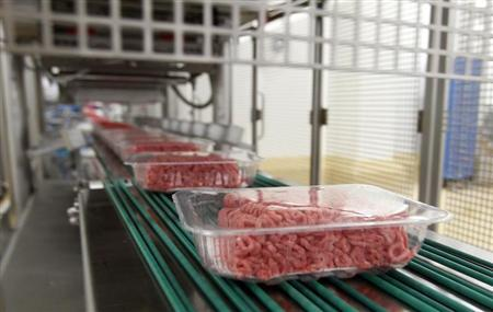 Packages of ground beef make their way down a conveyor belt at the Fresh & Easy Neighborhood Market meat processing facility in Riverside, California, March 29, 2012. REUTERS/Alex Gallardo