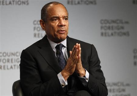 Chairman and CEO of American Express Company Kenneth Chenault speaks to the Council on Foreign Relations in New York December 6, 2011. REUTERS/Mike Segar