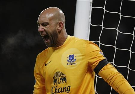 Everton's goalkeeper Tim Howard reacts during the English Premier League soccer match against Manchester United at Old Trafford in Manchester, northern England February 10, 2013. REUTERS/Phil Noble