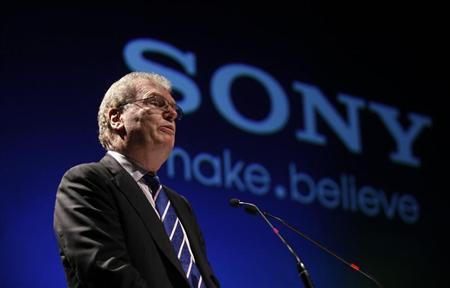 Howard Stringer speaks at a function to launch the Sony Media Technology Centre at a film school on the outskirts of Mumbai March 4, 2011. REUTERS/Danish Siddiqui