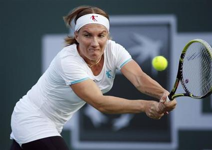 Svetlana Kuznetsova of Russia returns a shot against Jelena Jankovic of Serbia during their match at the BNP Paribas Open WTA tennis tournament in Indian Wells, California, March 8, 2013. REUTERS/Danny Moloshok