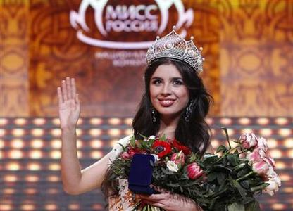 Elmira Abdrazakova from Mezhdurechensk waves after winning the annual national ''Miss Russia'' beauty pageant at the Barvikha Luxury Village Concert Hall outside Moscow March 2, 2013. REUTERS/Maxim Shemetov