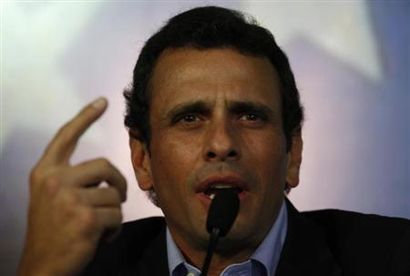 Henrique Capriles, Venezuela's opposition leader and governor of the state of Miranda, addresses the media in Caracas March 8, 2013. REUTERS/Tomas Bravo