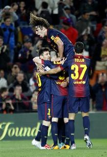 Barcelona's Lionel Messi (L) celebrates his goal with Andres Iniesta, Dani Alves (C) Carles Puyol and Tello (R) during Spanish first division match against Deportivo at Nou Camp stadium in Barcelona March 9, 2013.   REUTERS/Gustau Nacarino