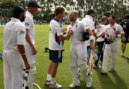 England team players shake hands with batsmen Matt Prior (C) and Ian Bell (R) as they walk off the ground at the end of the first test against New Zealand at the University Oval in Dunedin March 10, 2013. REUTERS/David Gray