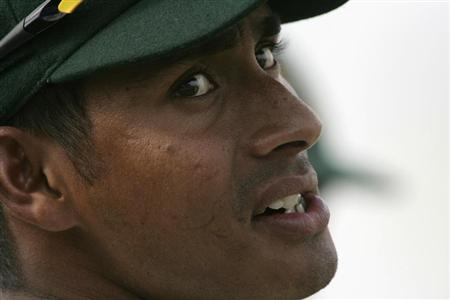 Bangladesh's captain Mohammad Ashraful is seen during the fourth day of their first test cricket match against New Zealand in Chittagong October 20, 2008. REUTERS/Andrew Biraj