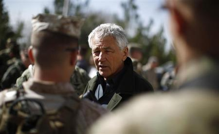 U.S. Secretary of Defense Chuck Hagel (C) meets with members of the U.S. Army and Marines during his visit to the Kabul Military Training Center in Kabul March 10, 2013. REUTERS/Jason Reed