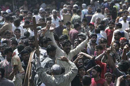Pakistani Christians protest against Saturday's burning of their houses and belongings, in Badami Bagh, Lahore March 10, 2013. REUTERS/Mani Rana