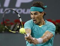 Rafael Nadal rebate bola contra Ryan Harrison em partida do torneio BNP Paribas Open ATP, em Indian Wells
