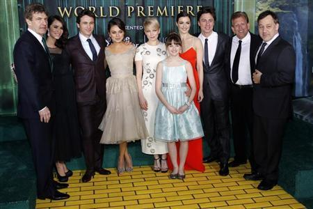 (From L-R) Walt Disney Studios Chairman Alan Horn, actress Abigail Spencer, actor James Franco, actresses Mila Kunis, Michelle Williams, Joey King, Rachel Weisz, actor Zach Braff, producer Joe Roth and director Sam Raimi pose for a picture at the premiere of the Disney movie ''Oz the Great and Powerful'' at the El Capitan Theatre in Hollywood, California February 13, 2013. REUTERS/Patrick Fallon
