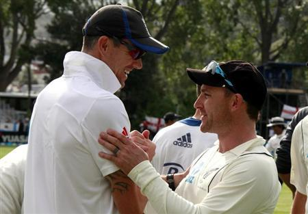 New Zealand's captain Brendon McCullum (R) shakes hands with England's Kevin Pietersen as they walk off the ground at the end of the first test at the University Oval in Dunedin March 10, 2013. REUTERS/David Gray