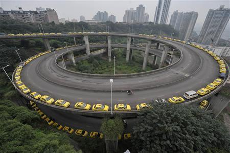 Taxis line up to get their tanks filled on a ramp in Chongqing municipality in this November 17, 2009 file photo. REUTERS/Stringer/Files